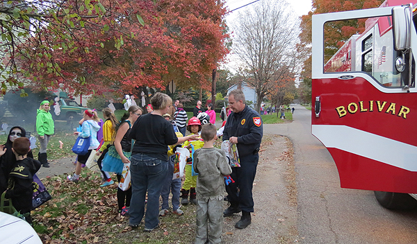 Bolivar Fire Dept. treats for Halloween